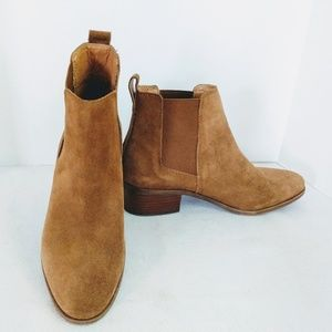 Steve Madden Dover Chelsea Boots In Tan Suede